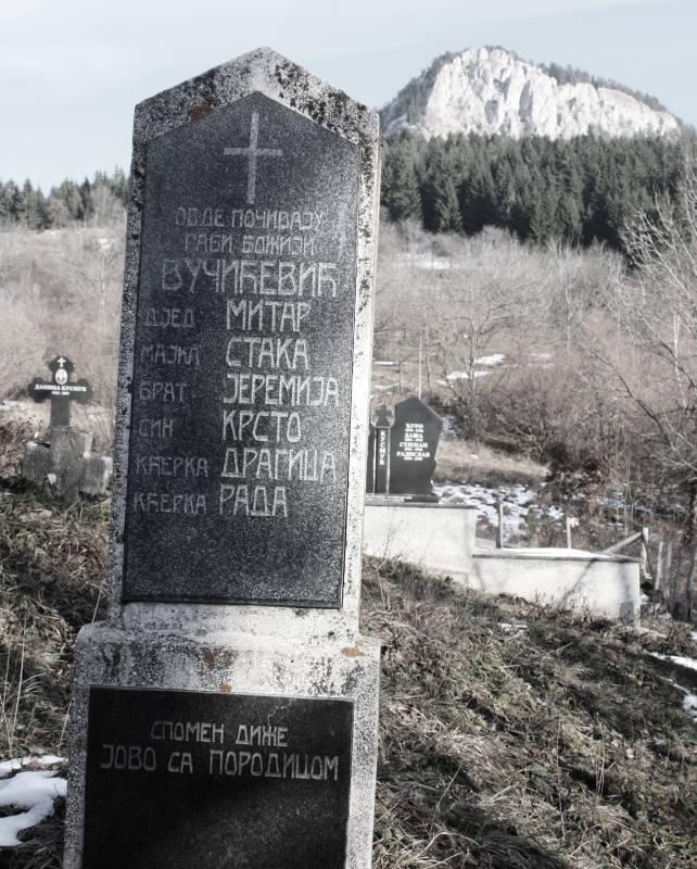 Spomenik koji je Jovo Vučićević podigao svojim najmilijim koji su stradali 1943 godine