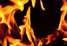 Vatra bukti u dubinu divlje deponije u Karakaju