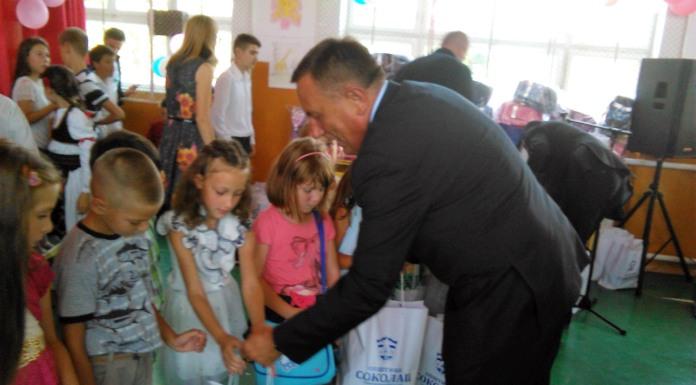 Načelnik opštine uručio poklone prvačićima