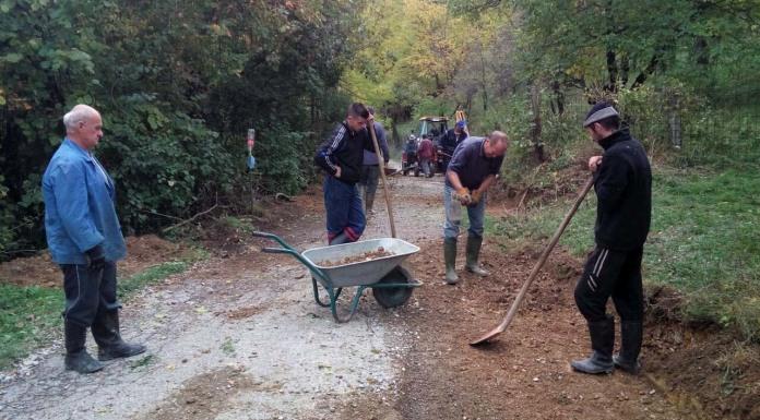 Uz podršku opštine, mještani uređuju put