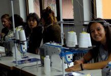 Obuka žena za rad na šivaćim mašinama i kompjuterima