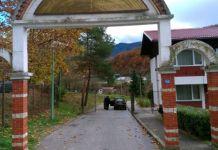 Bačena bomba pored automobila mitropolita Hrizostoma