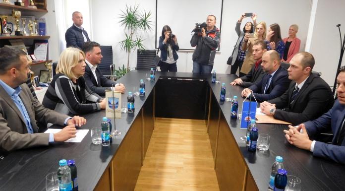 Počeo sastanak Cvijanovićeve sa rukovodstvom preduzeća
