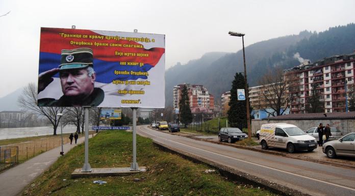 Na bilbordu vojnički pozdrav generala Mladića