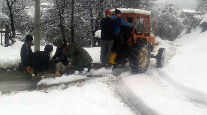 Improvizovanom grtalicom očistili lokalni put