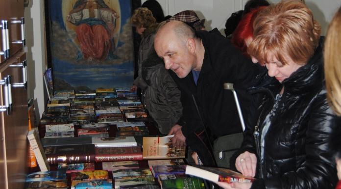 Otvorena izložba novih knjiga i predstavljen roman