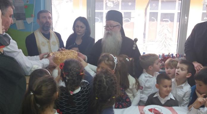 Mitropolit Hrizostom radost Nikoljdana podijelio sa mališanima