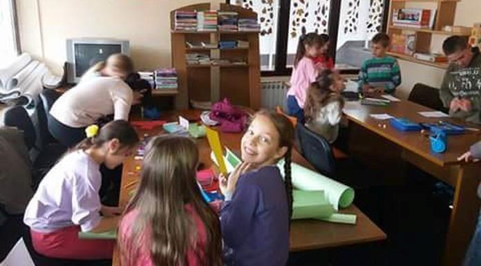 Učenici pravili novogodišnje ukrase