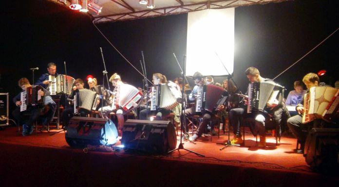 Koncert na otvorenom orkestra harmonika iz Ugljevika