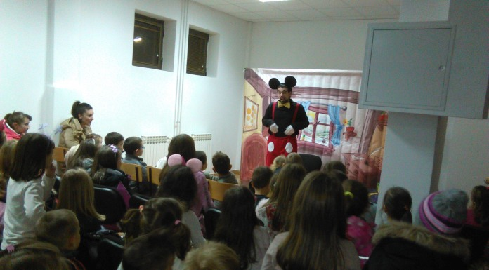 "Mališane oduševila predstava ""Miki i mini"""