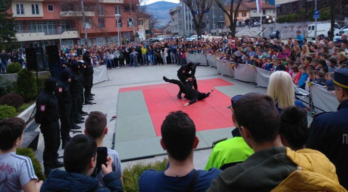 Službenim psima i krav magom oduševili građane