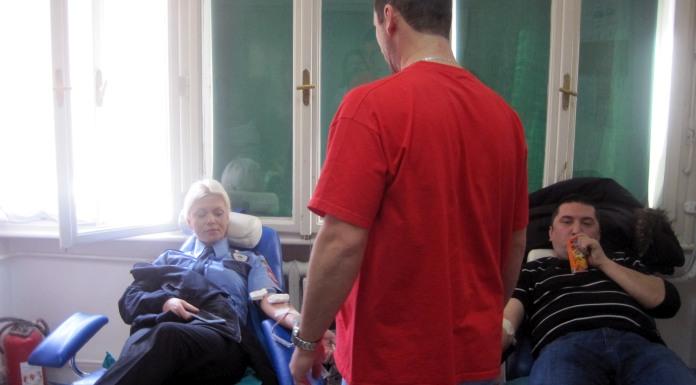 Pripadnici Policijske uprave u akciji davanja krvi