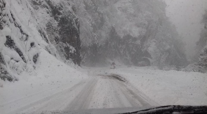 Snježne lavine otežavaju saobraćaj prema Sarajevu