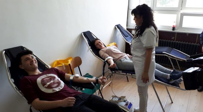 Učenici i profesori dali krv