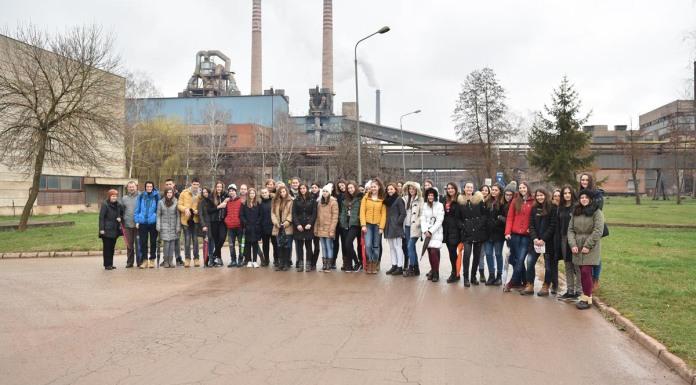 """Srednjoškolci posjetili pogone i laboratorije kompanije """"Alumina"""""""