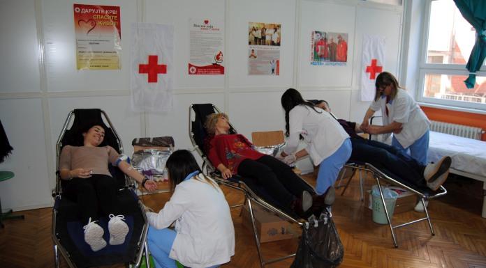 Srednjoškolci i profesori darovali krv