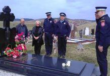 Položeno cvijeće na spomen-obilježja poginulih policajaca