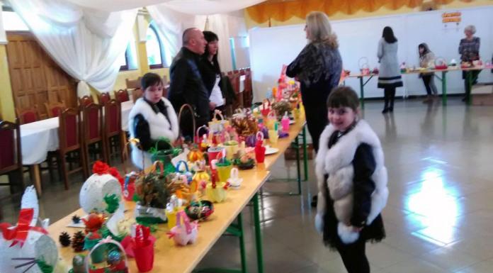 Prodajna izložba ukrasnih predmeta mališana iz vrtića