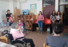 Učenici donirali 35 posteljina Domu za stara lica