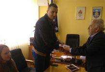 Mašić darivao maturante i odbojkašice kartama za koncert