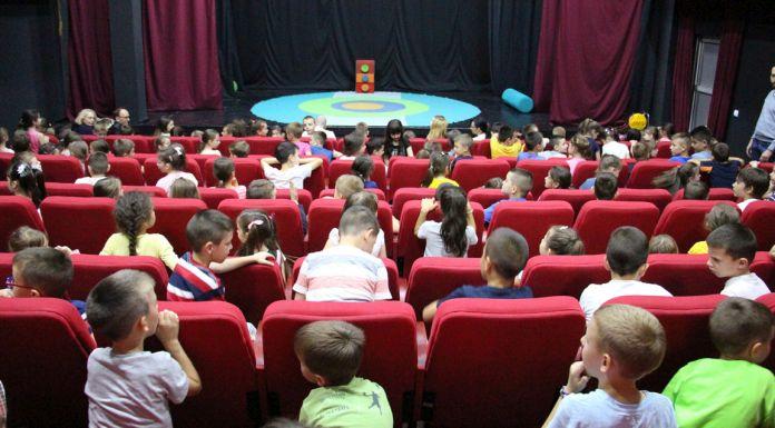 "Glumci iz Zrenjanina odigrali lutkarsku predstavu ""Trapavi zmaj"""