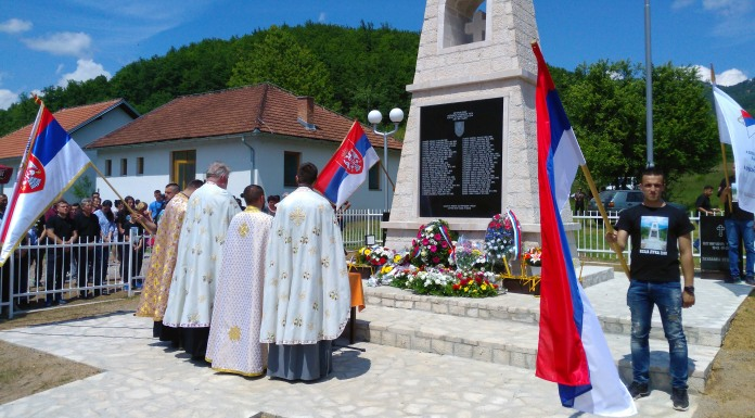 Otkriven i osveštan spomenik u Kozjoj luci