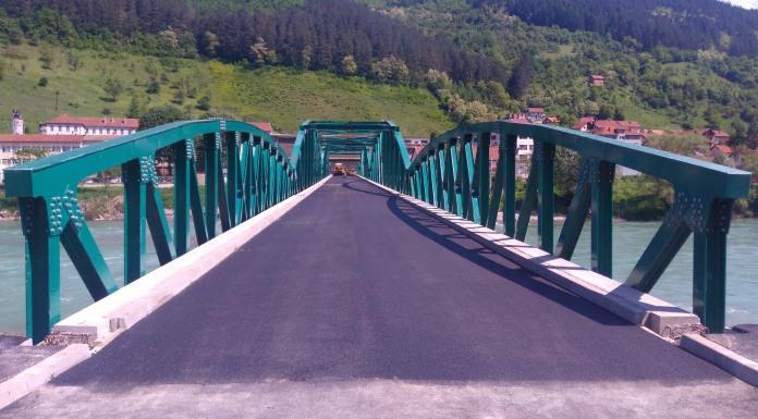 Asfaltiran željezni most na Drini