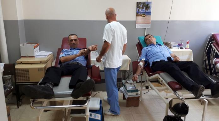 Policajci dali krv