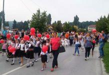 Porodični defile okupio nekoliko stotina učesnika
