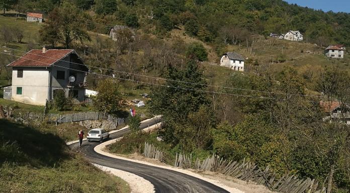 Asfaltirana dionica puta u selu Dole
