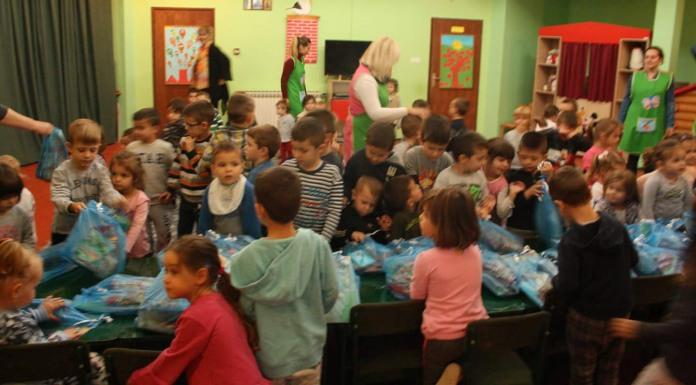 Načelnik opštine uručio poklon-pakete djeci iz obdaništa