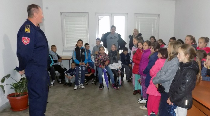 Osnovci posjetili vatrogasce