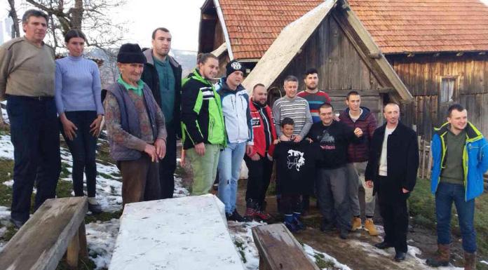Grobari Pale u posjeti porodici Strahinje Živkovića prošle godine