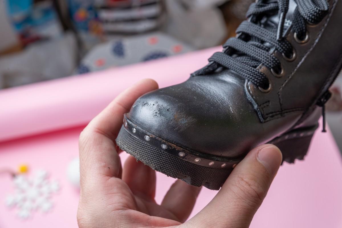 Ciciban cipele se lako ljuštre, farba se praktično skida prstima